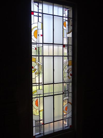 Réalisation d'un vitrail pour donner un style art-déco à cette baie vitrée de 4m de haut