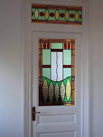 Vitrail art deco restaure sur porte et imposte a caluire 69