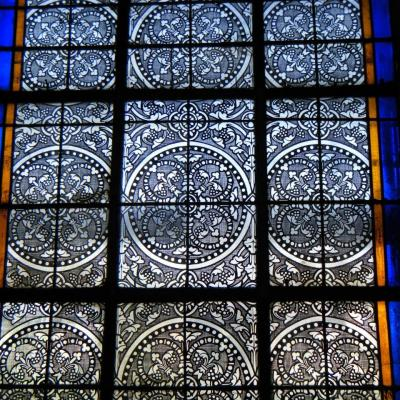 Baie d eglise vitrail cage a mouche restaure marion rusconi