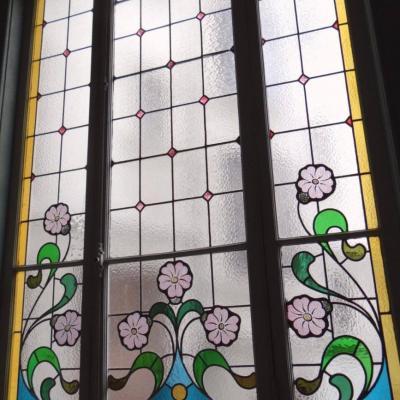 Baie vitre vitrail art nouveau montee d escalier lyon 69006