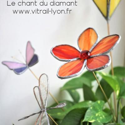 Fleurs libellule papillon en tiffany