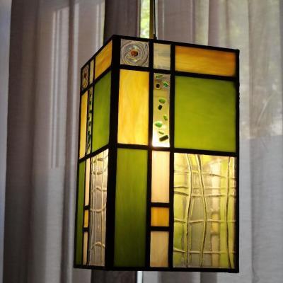 Luminaire en vitrail piece en fusing verre jaune vert blanc creation de marion rusconi a l atelier le chant du diamant a lyon 69004 rhone