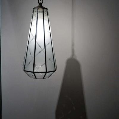Luminaire suspension type lanterne en tiffany verre sable cree par marion rusconi le chant du diamant sur lyon 69004 rhone